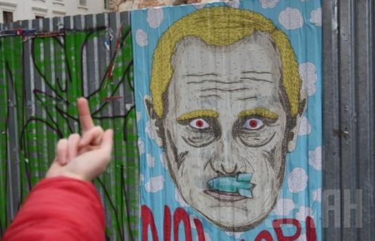 Как шутят в Киеве, спасибо Путину за то, что помог миллионам украинцев осознать, что нет никаких «братских народов», а есть «мы» и есть «они» / На фото: «Столб позора» во Львове