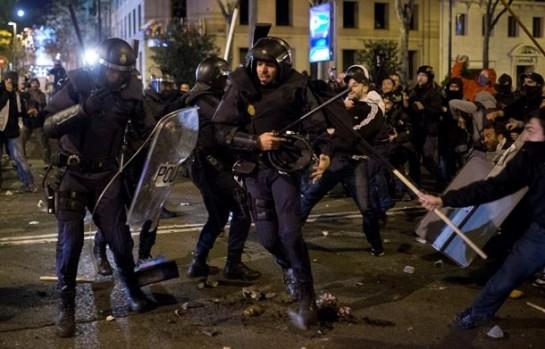 Наиболее крупные столкновения произошли на площади Колумба и площади Сибелес в центре города