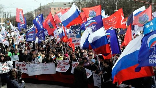 Присоединив Крым, режим Путина объективно способствует сплочению народа Украины вокруг тех самых бандеровцев, которыми сегодня пугают по телевизору российского обывателя