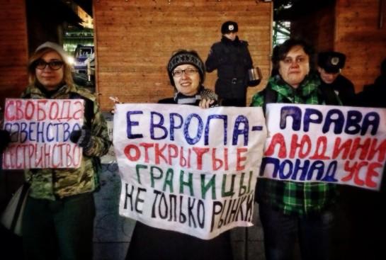 Феминистки попытались выйти на молодёжный Майдан с плакатами типа «Свобода! Равенство! Сестринство!» и апелляциями к европейским стандартам социальной защиты