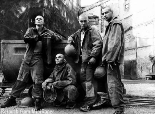 После победы Майдана, а точнее — после того, как новое либеральное правительство Украины показало себя полностью зависимым от Запада, который вовсе не заинтересован в подъёме тяжёлой промышленности Донбасса, его жители напряглись ещё более