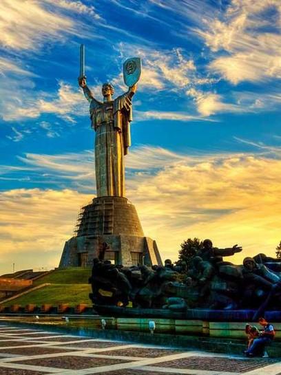 О названии будущей восстановленной в виде федерации и (возможно) расширенной украинской державы нужно ещё подумать. Нам нравится такое — Союз Славянских Социалистических Республик. Возможно, это и будет наш новый СССР, но на этот раз со столицей в Киеве!