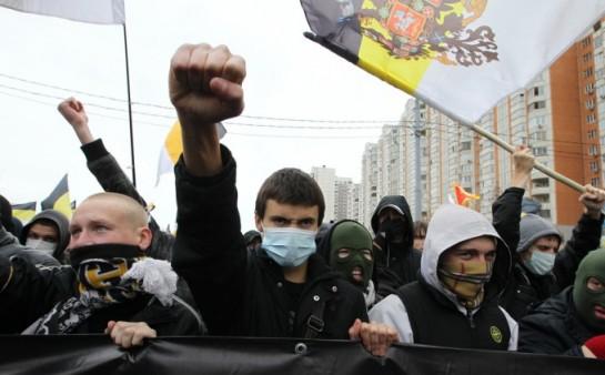 Правые часто подписаны на «АнтиМайдан», так как на Украине, как говорят, «обижают русских». Если правые проснутся и прочтут, что в России есть Майдан, — мало кто из них пойдёт на него, но часть их абсолютно точно помчится на «путинги»