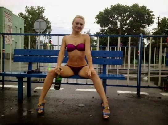 «Министр культуры» Луганской республики Ирина Филатова с её фотосессиями «ВКонтакте»? Голые груди плюс заветная бутылка шампанского между ног…