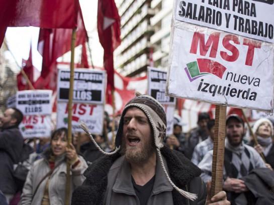 Забастовка проходит на фоне увеличения экономических проблем для правительства Аргентины