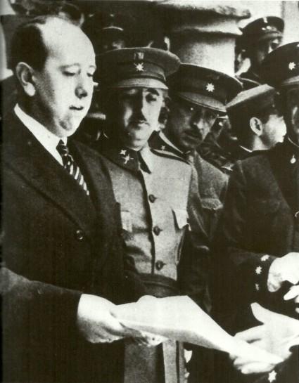 Франко считался политически наиболее близким именно к партии Хиля Роблеса (слева)