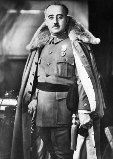 Франко нуждался в Фаланге для политической мобилизации гражданского населения, а также для демонстрации единства его идеалов с германскими и итальянскими союзниками