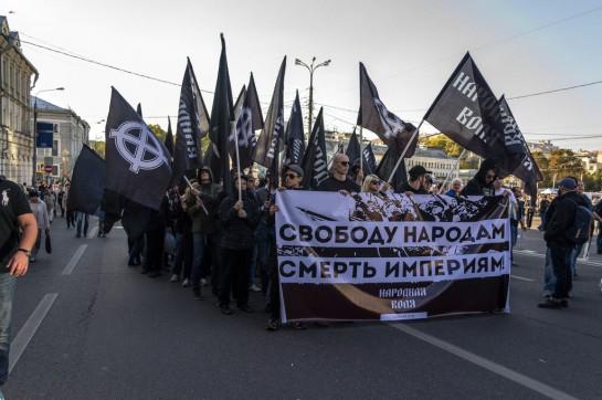 «Чёрный национал-революционный» блок на «Марше Мира» 21 сентября в Москве объединил и «правых» и «левых»