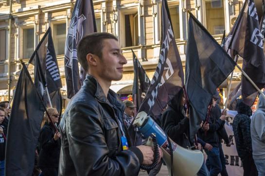Михаил Пулин на Марше мира в составе национал-революционного блока