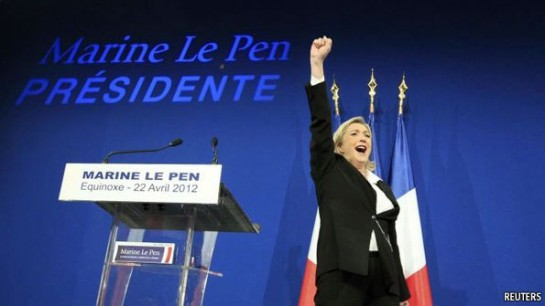 """Под фотографией Марин Лё Пен на обложке журнала """"Эксперт"""" большими буквами написано: «Президент в 2017? Почему самое страшное возможно»"""