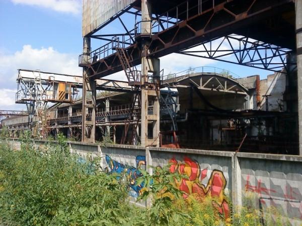 В базовых отраслях российской промышленности производство сократилось в разы, множество заводов просто разрушено