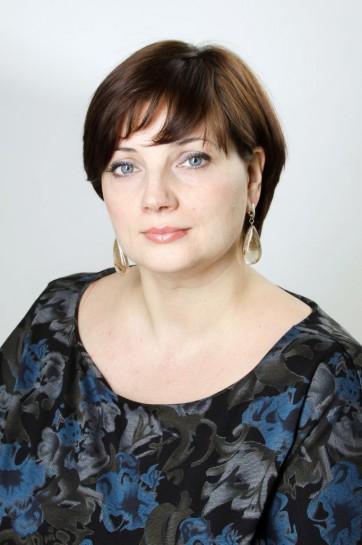 Надежда Тихонова представляет в Петербурге Социал-демократический союз женщин России
