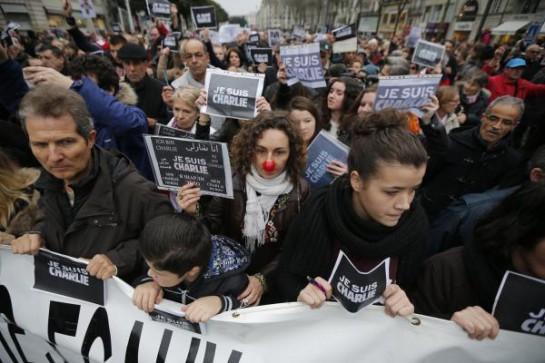 Более 700 тысяч человек вышли по всей Франции почтить память жертв теракта / REUTERS
