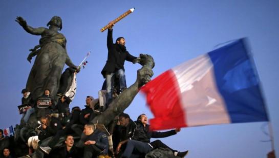 Французы могут очень много жаловаться и брюзжать, но когда затрагиваются республиканские ценности, которые выражаются девизом «свобода, равенство и братство», тогда народ отставляет в сторону свои разногласия и объединяется