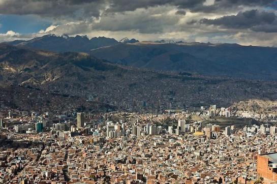 Самая «высокогорная левая столица» находится на фантастическом уровне от 3200 до 4100 метров над уровнем моря, в зоне субтропического высокогорного климата