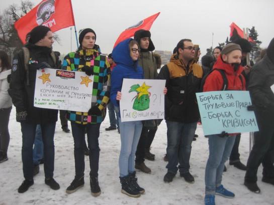 """На митинг против нарушения прав сотрудников сети ресторанов """"Carl's Junior"""", помимо левой публики, пришли и сами «субъекты трудового конфликта»"""