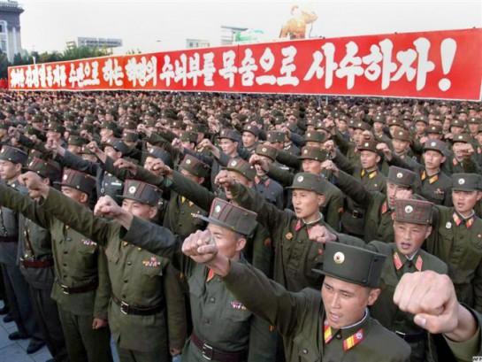 Составной частью чучхе является сонгун. Не вдаваясь в подробности, сонгун можно охарактеризовать советским лозунгом «Народ и армия — едины»