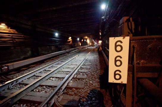 Метрополитен – это огромное предприятие, в котором сейчас трудится около 12 тысяч человек. Только одна служба тоннельных сооружений насчитывает около 500 работников