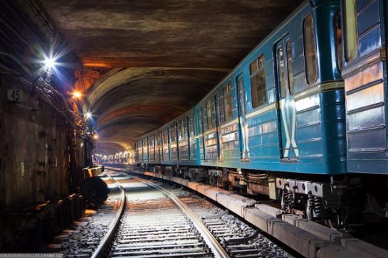 Из кабины машиниста туннель выглядит совсем иначе, чем из вагона — будто бы движемся по гигантской кишке