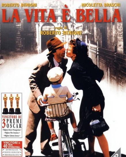 """Первая половина """"La Vita è bella"""" («Жизнь прекрасна») Роберто Бениньи является романтической комедией в довольно оригинальных для кино послевоенной Италии декорациях"""