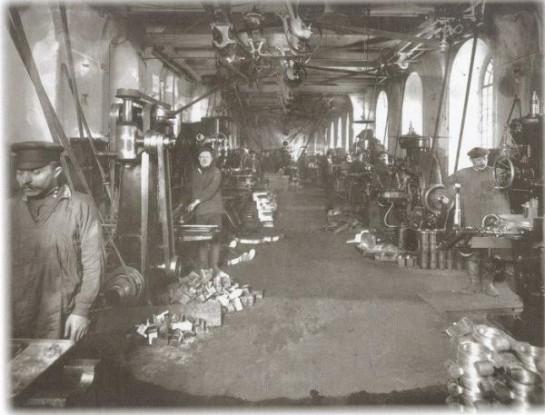 Мастерская на заводе «Арсенал»/ Снимок сделан 21 апреля 1914 года. Фотограф: К. К. Булла