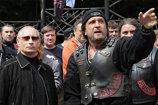 Не будем повторять известную фразу Залдостанова (на фото справа, в чёрной шапочке) об «угрозе смерти» как воспитательной мере — её уже взахлёб процитировали и сторонники, и противники. Правда, заметим, после убийства Немцова «Антимайдан» постыдным образом стушевался...