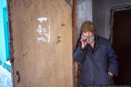 Обострялась жилищная проблема. По данным на начало 1989 года, в одном только Междуреченске, шахтёрском городе, где жили тогда 107 тысяч человек, более 10 тысяч семей стояли в очереди на получение жилья. Многие горняки с семьями жили в общежитиях / На фото: заброшенный шахтёрский посёлок Юбилейный