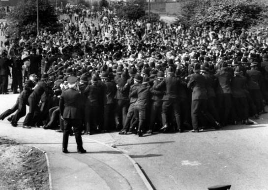 Мощная стачка угольщиков Британии в 1984-1985 годов против закрытия шахт и против правительства консерваторов во главе с Маргарет Тэтчер привела к совершенно противоположному результату — разгрому профсоюза угольщиков и резкому сокращению доли угольной промышленности в британской экономике