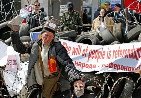 Концентрация стилистической пошлости сейчас наблюдается в оккупированной части Донбасса. Ополченцы носят на фуражках красные звёзды, что те красные командиры и комиссары, шевроны пришивают на белогвардейский манер и поднимают все знамёна сразу: имперское, российский триколор, красное, а также знамёна республик, которые образовались после распада Российской империи