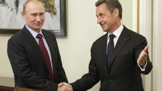 «Монд» отмечает, что сближение Николя Саркози с Владимиром Путиным началось с августа 2008 года, во время урегулирования российско-грузинского конфликта