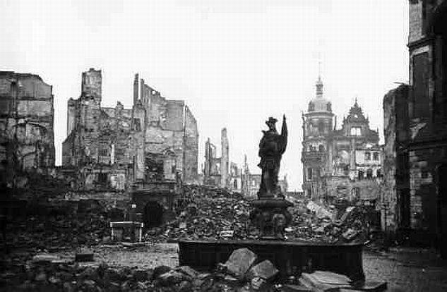 В 2008 году комиссия немецких историков, работавших по заказу города Дрезден, пришла к выводу, что от бомбардировки погибли от 18 до 25 тысяч человек