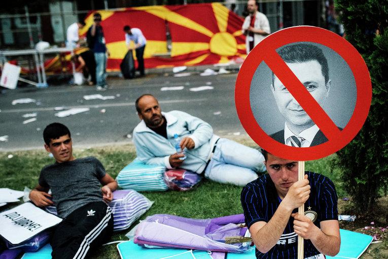 """""""Груевский, уходи, коррумпированный автократ!"""" — кричат десятки тысяч людей в центре Скопье, столице Македонии"""