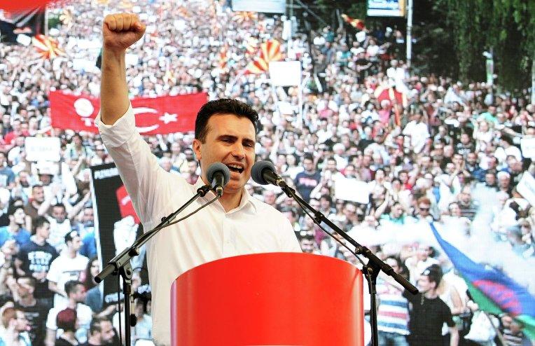 Лидер македонской оппозиции Зоран Заев призывает проводить акцию до тех пор, пока правительство не уйдёт в отставку