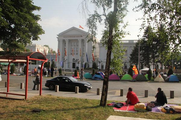 Палаточный город македонской оппозиции у Дома правительства