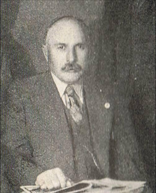 Кази́меж Пу́жак (польск. Kazimierz Pużak; 26 августа 1883, Тернополь — 30 апреля 1950, Равич) — польский социалист, активист борьбы за независимость, участник революции 1905 года