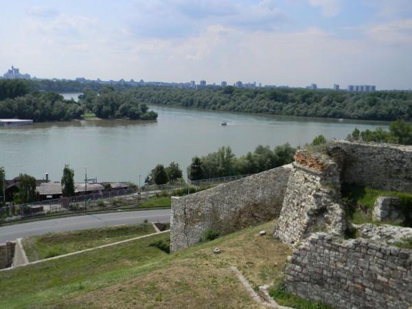 Из белградской крепости открывается прекрасный вид на впадение Савы в Дунай