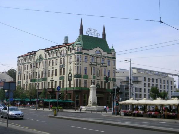 Сербский король Петар Первый Карагеоргиевич был восхищён «Москвой», называя её «дворцом на Терезиях»