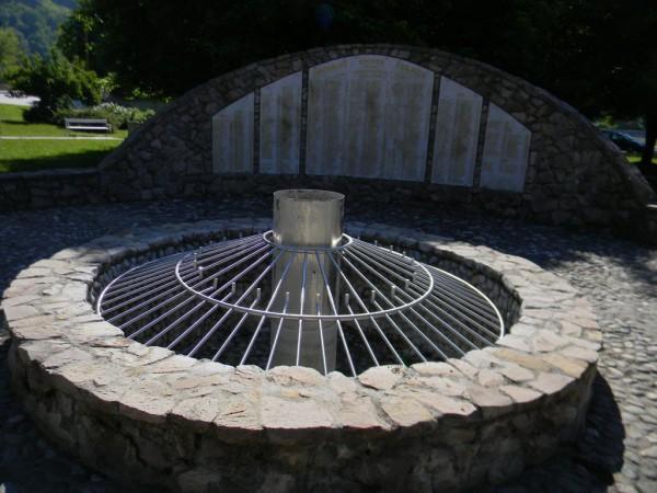 Памятник погибшим бойцам мусульманских в городе формирований в городе Маглай, откуда во время Боснийской войны было изгнано сербское население