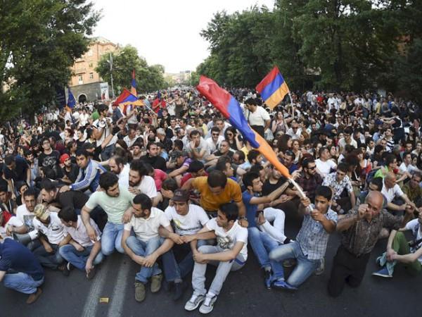 Волнения в Армении — это реакция на неоимпериалистическую экспансию российского капитала