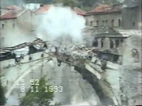 9 ноября 1993 года Старый мост в Мостаре взорвали хорватские боевики