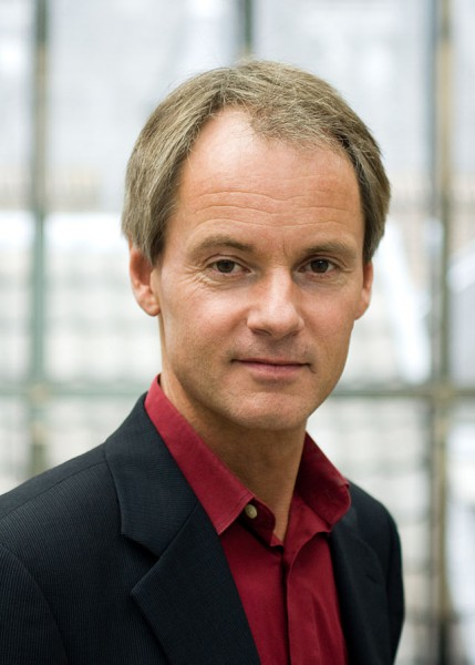 парламентарием и Один из руководителей Социалистической партии Нидерландов Харри Ван Боммель
