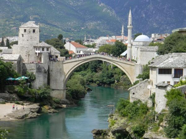 По инициативе ЮНЕСКО мост восстановили в 2004-м