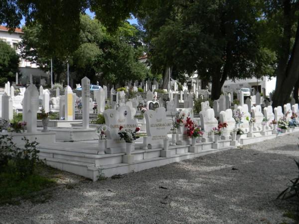 Мусульманское кладбище в самом центре Мостара