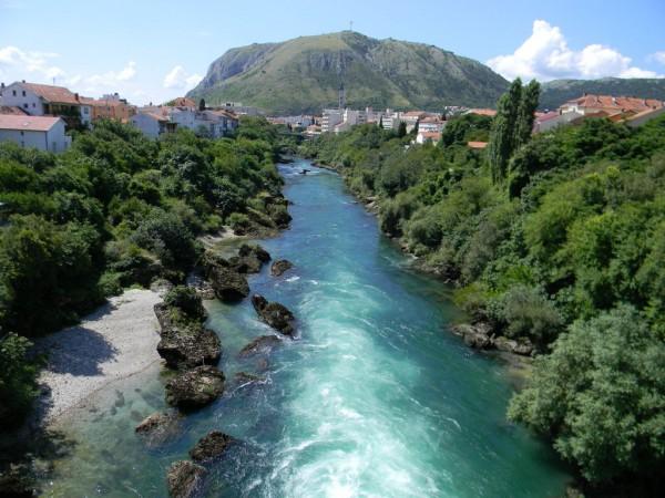 Босния — прекрасная страна, очень живописная. Одно только путешествие вдоль изумрудной Неретвы из Сараево в Мостар чего стоит!