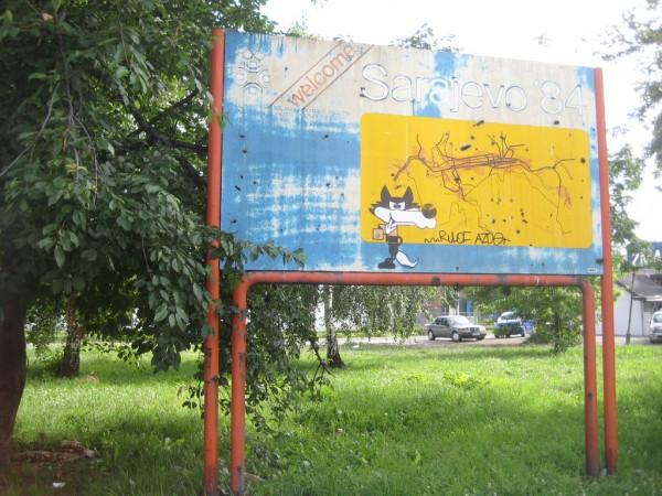 """""""Поколения приходили на смену поколениям, жизнь шла своим чередом, город умывался и чистил перышки к олимпийским торжествам, а в схронах под его фундаментами рычал затаившийся зверь"""" Момо Капор, """"Последний рейс из Сараево"""""""