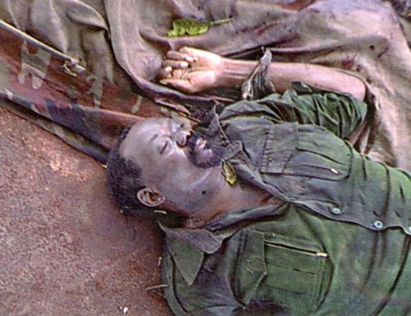 В феврале 2002 года Савимби предпринял рискованный переход в провинции Мошико и был выслежен правительственным спецназом. Савимби активно сопротивлялся в бою, получил пятнадцать огнестрельных ран и погиб с оружием в рука