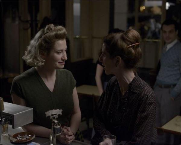 В Париже Виолетта знакомится с Симоной де Бовуар (Сандрин Киберлэн), женой философа Жан-Поль Сартра, пистельницей и активной сторонницей женской эмансипации. Виолетта буквально врывается в жизнь Симоны
