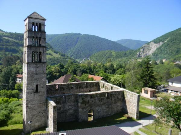 Яйце - до XV века была столицей христианской Боснии. На фото: руины Храма Святой Марии и колокольня Святого Луки