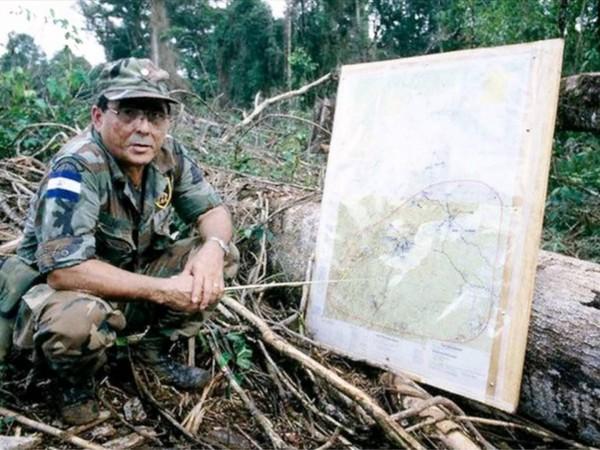 Энрике Бермудес - полковник Национальной гвардии при Самосе, непримиримый контрас