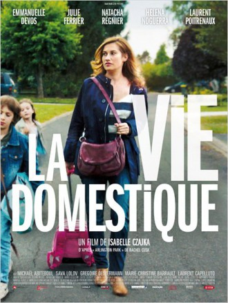 Из круга обыденности хочет вырваться героиня фильма Изабель Чайки «Семейная жизнь» (2013)